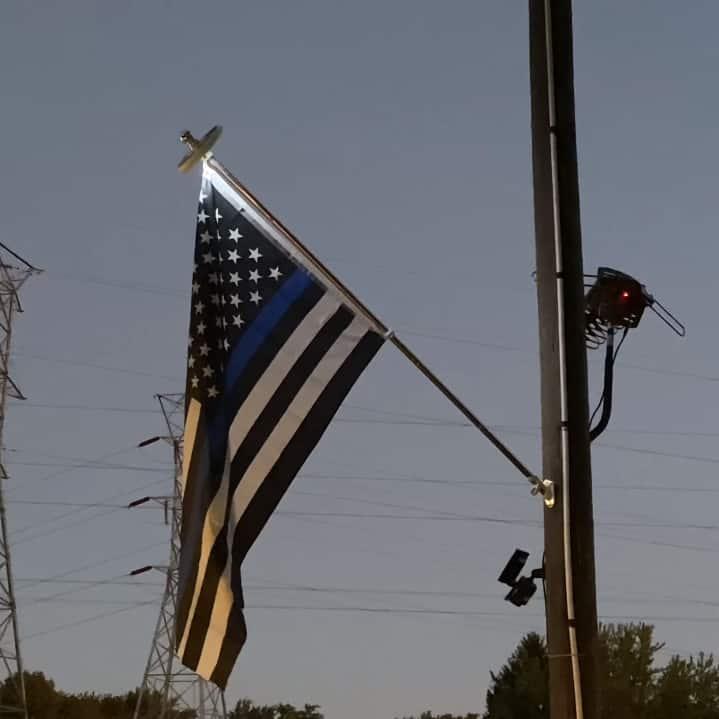 Vont Solar Flag Pole Light