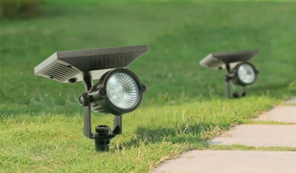 10 Best Solar Spot Lights for 2021 – Reviews & Buying Guide