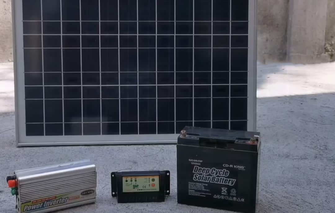 how many solar panels to charge a 12 volt battery