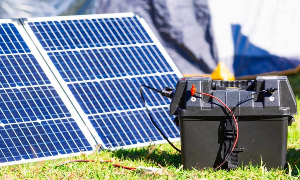 how to connect a solar panel to a 12 volt battery
