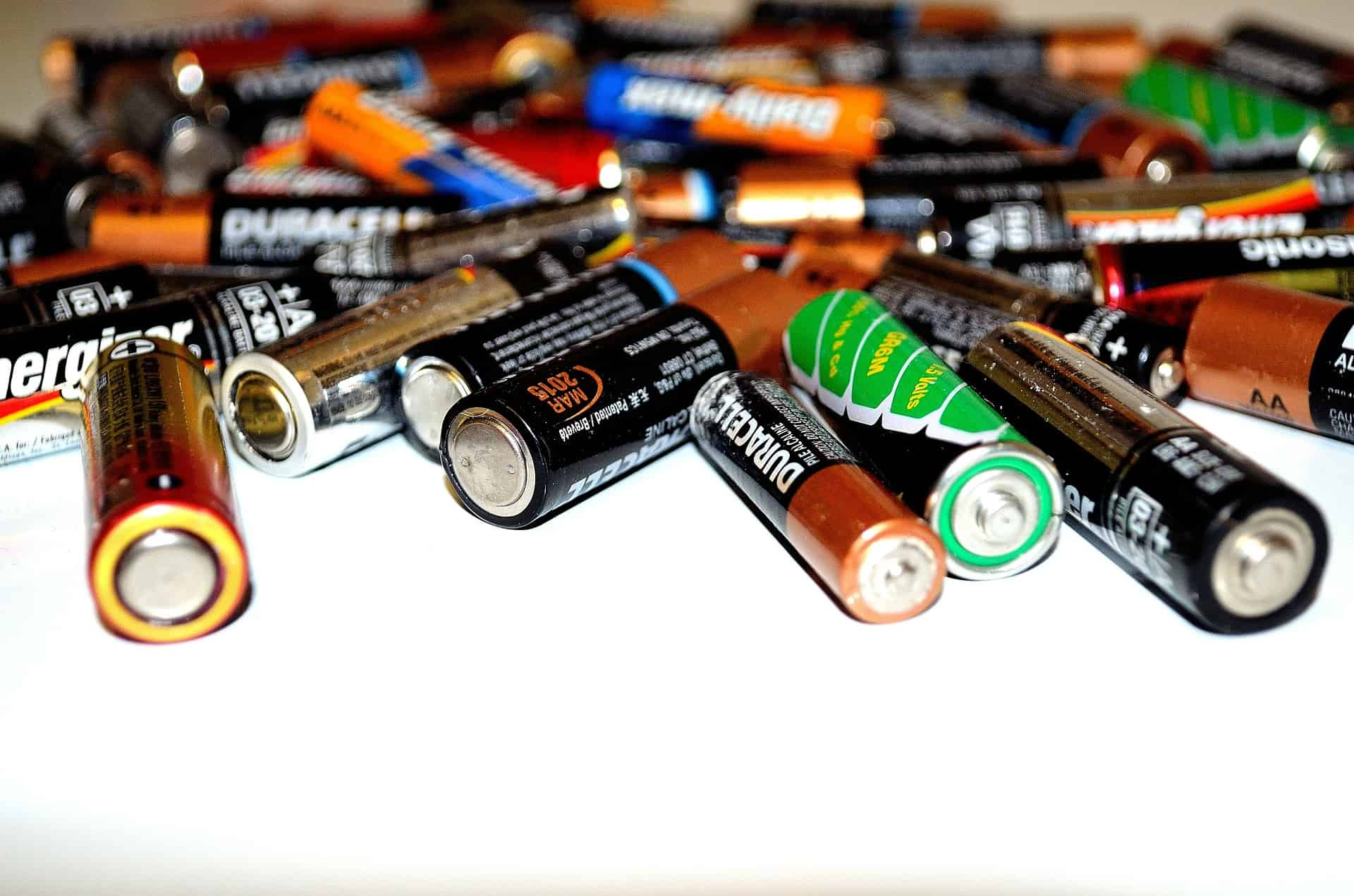 what type of batteries for solar lights